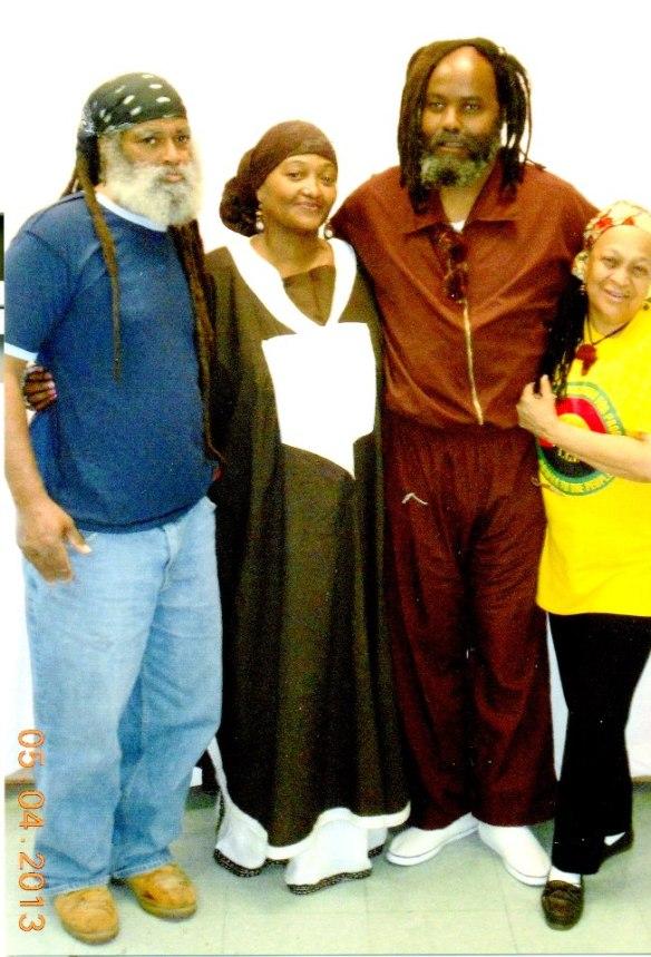 Mumia con Abdul Jon, Fatirah Azia, y Pam África