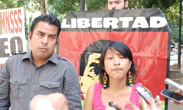 Tony Luna Henríquez y Érika Sebastian, himos de los presos Loxicha. FOTO: Santiago Navarro F: