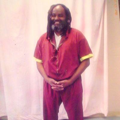 Mumia-standing-smiling-