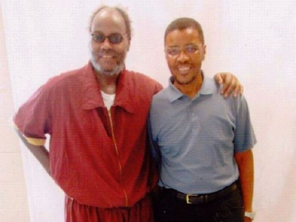 Mumia con su hermano, Keith Cook