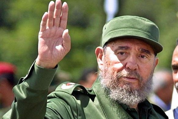 SANTA ELENA DE UAIREN, VENEZUELA: Cuban President Fidel Castro arrives in Santa Elena de Uairen, Venezuela, 950kms (590 miles) south of Caracas, 13 August 2001. Castro attended a ceremony where Brazilian President Fernando Henrique Cardoso and his Venezuelan counterpart Hugo Chavez inaugurated the opening of electrical lines. Brazil is importing electricity from Venezuela to alleviate its energy rationing. Castro is celebrating his 75th birthday. AFP PHOTO/Andrew ALVAREZ (Photo credit should read ANDREW ALVAREZ/AFP/Getty Images)