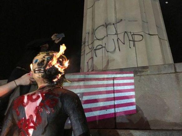 Queman efigie de Trump en Nueva Orleans